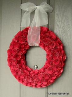 венок из бумажных роз