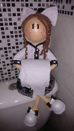 Boneca porta papel higiênico