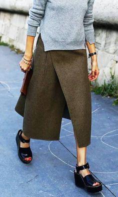 ludivine poiblanc in celine // paris fashion week street style Fashion Week, Look Fashion, Trendy Fashion, Fashion Outfits, Fashion Design, Fall Fashion, Fashion Black, Fashion 2018, Style Noir