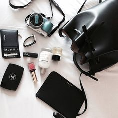 What In My Bag, What's In Your Bag, Inside My Bag, What's In My Purse, Purse Essentials, Magic Bag, Minimalist Bag, Work Bags, Divas