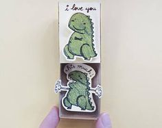 Carte drôle d'amour / carte d'anniversaire / cadeau pour copain copine / carte amour Matchbox / carte dinosaure / « je t'aime ce beaucoup » / LV099