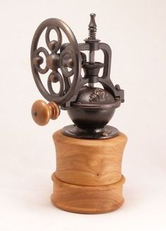 28 Awesome Coffee Grinder With Grind Settings Coffee Grinder Low Noise Coffee Box, I Love Coffee, Coffee Maker, Antique Coffee Grinder, Coffee Grinders, Café Chocolate, Latte, Coffee Equipment, Coffee Cookies