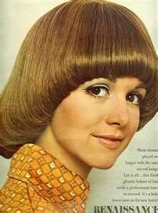 hair style of 70s better known as a pageboy I hate this style and to this day every bloody hairdresser wants to give it to me, no matter what I go in with 1970s Hairstyles, Sleek Hairstyles, Vintage Hairstyles, Hairstyles With Bangs, Fringe Hairstyles, Pageboy Haircut, Fringe Bangs, Page Boy, Mode Vintage
