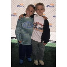 cole and dylan sprouse Dylan Sprouse, Sprouse Bros, Cole M Sprouse, Dylan Und Cole, Zack Y Cody, Cole Sprouse Jughead, Kids Choice Award, Choice Awards, Teen Wolf Boys