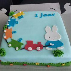 Nijntje taart met lekkere aardbeienjam !