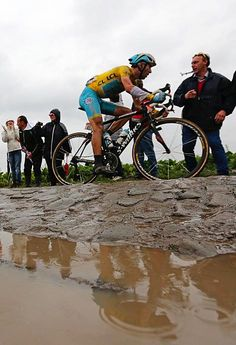 TdF 2014 - 5 : Vincenzo Nibali (Astana) had the surprise ride of the day. He stayed upright and near the front all day finishing 2nd to extend his overall lead.