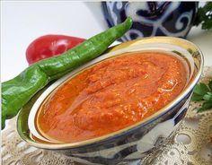 KÖZLENMİŞ KIRMIZI BİBERLİ DİP SOS TARİFİ Turkish Recipes, Ethnic Recipes, Hummus Dip, Vinaigrette, Sauce Recipes, Chana Masala, Dips, Appetizers, Food And Drink