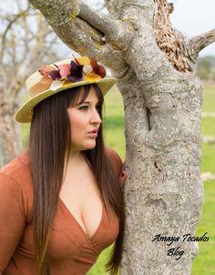 Amaya tocados blog: #canotier con #aplique de  #pomo de #plumas, #hair  #wedding, #artesania, #tocado, #boda, #eventos, #Fascinator, #hat, #Feather, #invitadaperfecta, #madrina, #Millinery,   #moda