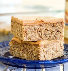 These Peanut Butter Oatmeal Breakfast Bars are an easy, healthy & filling make-ahead breakfast for busy mornings! They are loaded with fiber, protein & omega-3s to keep you full all morning long! Plus they're gluten-free, dairy-free, refined sugar free and vegan! Easy Camping Breakfast, Healthy Breakfast On The Go, Make Ahead Breakfast, Breakfast Recipes, Vegan Breakfast, Breakfast Ideas, Healthy Snack Options, Vegan Snacks, Vegan Desserts