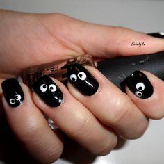 Crazy Eyes On Nails