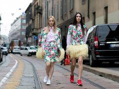 """Sneakers und Kleid. So sieht der """"Casual Chic"""" von heute aus"""
