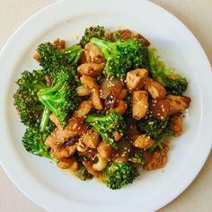 Brócoli con pollo y salsa de soja