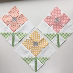 58 Ideas For Patchwork Bags Baby Sewing Projects Small Quilts, Easy Quilts, Mini Quilts, Quilt Blocks Easy, Quilting Projects, Quilting Designs, Sewing Projects, Quilting Blogs, Flower Quilts