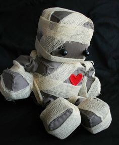 Yea I found her/him. Stuffed robots are so cute. Littlebrownbyrd on Etsy makes them.