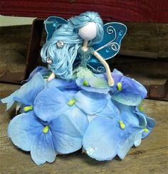 Happy Holidays from TheMistyHollowPixie! Come visit us and see what new pixie friends we have at The Misty Hollow Pixie. Happy New Year Fairy Crafts, Doll Crafts, Fun Crafts, Diy And Crafts, Fairy Clothes, Clothespin Dolls, Tiny Dolls, Flower Fairies, Felt Dolls