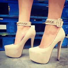 Creamy high-heeled shoes