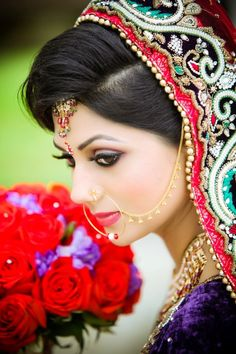 lovely detailing on the dupatta and a fresh bouquet of roses