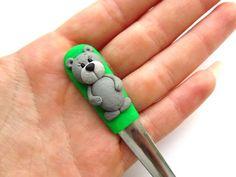 Lžička s medvídkem IX. Clay Mugs, Clay Crafts, Creative Ideas, Spoon, Polymer Clay, Pencil, Polymers, Clay Tutorials, Personalized Items
