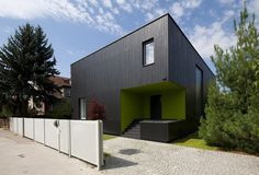 Cube-House-Project-Create-Architectural-Black-Beauty-for-a-Modern-Family-Life-in-Poland-08.jpg (1000×678)