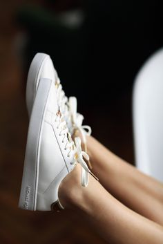 Sneakers Fashion Michael Kors Nike Shoes 18 New Ideas Best Sneakers, Sneakers Fashion, Sneakers Nike, Michael Kors Gold Sneakers, Sock Shoes, Shoe Boots, White And Gold Sneakers, Nike Headbands, Melissa Shoes