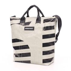 Traveling to NYC? Take a look at some great bags for your trip. Here: the Freitag Bob Tote