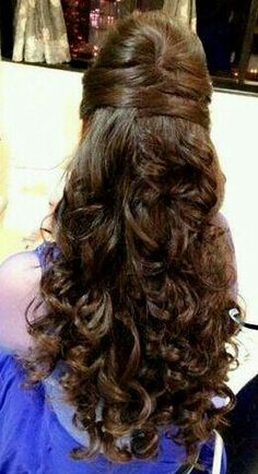 Top 9 Indian Engagement Hairstyles That Can Redefine Your Style wedding engageme. wedding engagement hairstyles 2019 - wedding and engagement 2019 Indian Hairstyles, Hairstyles Haircuts, Bride Hairstyles, Trendy Hairstyles, Open Hair Hairstyles, Curly Hair Styles, Natural Hair Styles, Engagement Hairstyles, Bridal Hairdo