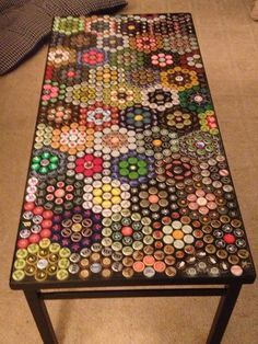 It is just a child's play to produce simple products using stuff at home through DIY projects. Just think about only DIY Bottle cap projects, there will be lots of bottle caps in your home and the time to use them has come. Bottle Cap Table, Bottle Cap Art, Beer Cap Table, Bottle Cap Projects, Bottle Crafts, Crafts With Bottle Caps, Garrafa Diy, Beer Cap Crafts, Garden Stepping Stones