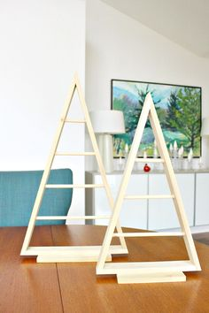 Most Simple And Beautiful Reclaimed Wood Christmas Decorations Diy Wood A Frame Triangle Ornament Stand Dans Le Lakehouse for ucwords] Pallet Christmas, Wood Christmas Tree, Easy Christmas Crafts, Diy Christmas Ornaments, Christmas Decorations, Disney Ornaments, Simple Christmas, Xmas, Wood Block Crafts