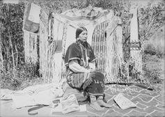 Ida How-Lish-Te-Moew-Na - Cayuse - 1900.  Photo by Major Lee Moorhouse