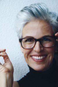 Pin By Kathy Jean On S I L V E R L I N I N G In 2020 Grey Hair And Glasses Short Grey Hair Edgy Short Hair