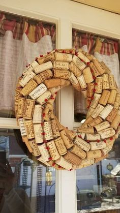 Wine Craft, Wine Cork Crafts, Easy Crafts, Diy And Crafts, Wine Cork Wreath, Recycled Wine Corks, Cork Art, Thanksgiving Wreaths, Do It Yourself Projects