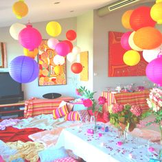 How crazy would this be to have the whole living room taken over by Slumber party? AWESOOME!!