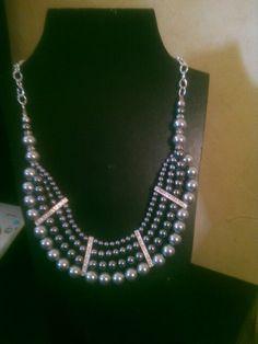 Collar de perlas con separadores de cristales