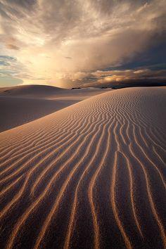 Beautiful and inspiring desert photography. Desert Dunes, Desert Sahara, Desert Photography, Landscape Photography, Beautiful World, Beautiful Places, Deserts Of The World, Desert Dream, Sunset Landscape