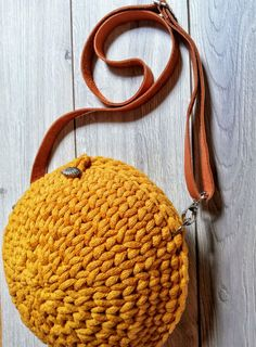 Ocher (yellow) reticule for the summer, perfect for every girl. It's light and small and round like the planet. Yarn Bag, Summer Trends, Every Girl, My Bags, Real Leather, Straw Bag, Things To Think About, To My Daughter, Yellow