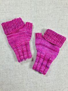 Fingerlose Handschuhe für Kleinkinder (2-3 Jahre) zum Umklappen. Farbe: pink meliert Material; 100% Wolle (Merino) Länge ges. 14 cm, geklappt 13