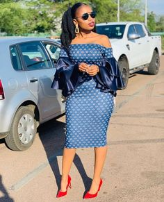 100 Short And Long Ankara Gowns For Every Elegant Woman Ankara Dress Designs, Ankara Gown Styles, Ankara Gowns, Latest Ankara Styles, Traditional Dresses Images, African Traditional Wear, African Attire, African Wear, African Dress