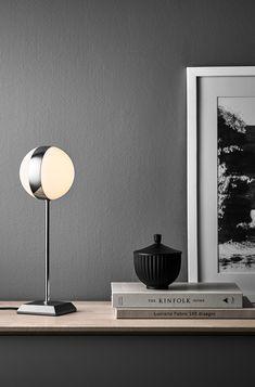 Design Tischleuchte Circle, Gestell Aus Chrom/Metall Mit Kugellampe.