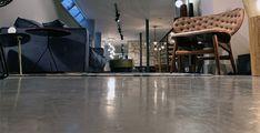 Mikrocementová podlaha do obývačky aj kaviarne