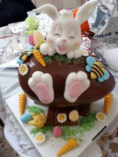 Chocolate Easter sweet treat with the bunny kisses Easter wishes Easter Bunny Cake ideas for all the Bunny Kisses & Easter Wishes to get directed your way - Hike n Dip Easter Bunny Cake, Easter Cupcakes, Easter Cookies, Easter Treats, Easter Eggs, Bunny Bunny, Easter Deserts, Rabbit Cake, Easter Wishes