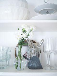 Prairie Charm: DIY police a vešiaky {v spolupráci s Balakryl} Flea Market Style, Flea Market Finds, French Farmhouse, News Blog, Glass Vase, Charmed, In This Moment, Police, Diy