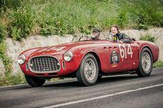 Ferrari 340 Americaen1951: 23 voitures construites, onze parVignale, huit parTouring, et quatre parGhia, elle est équipée du moteur Lampredi V12 de4,1Ldéveloppé pour laFormule 1;