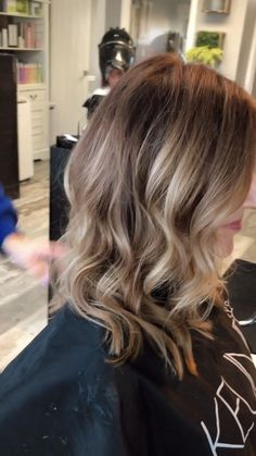 Foil Placement is Long Bob Hairstyles foil placement Long Bob Hairstyles, Little Girl Hairstyles, Hairstyles With Bangs, Brown Blonde Hair, Dark Hair, Light Hair, Medium Hair Styles, Long Hair Styles, Hair Medium