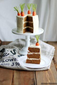 Was gibt es zu Ostern leckereres als einen saftigen Karottenkuchen? Heute verrate ich euch meinBEST Carrot Cake Recipe.