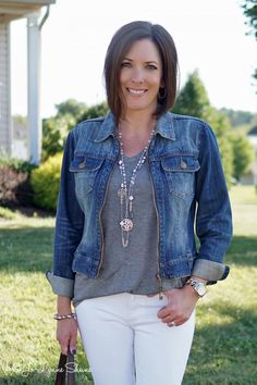 "White jeans, gray tee, jean jack and long necklace -- I'm embracing the ""new"" Southern rules of white after Labor Day is okay Jeans Outfit Winter, Denim Outfit, Fall Outfits, Outfits 2016, Spring Summer Fashion, Autumn Winter Fashion, Winter Style, How To Wear White Jeans, What To Wear"