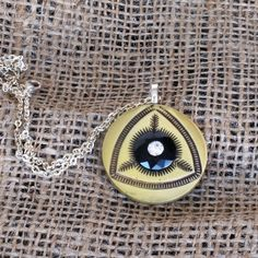 Unusual vintage button pendant necklace by CarolsThreads on Etsy, $18.00