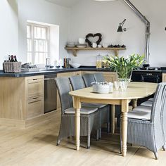 L-shaped kitchen-diner | Traditional kitchen-diner ideas | Kitchen | PHOTO GALLERY | Beautiful Kitchens | Housetohome.co.uk