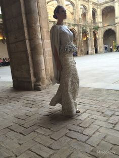 #desfile #monasteriosanjeronimo #sevilla #SIQHandcraft&Fashion #AlejandroPostigo #novia #JessicaBueno #conjunto dos piezas gris perla #AgenciaDobleErre #RaquelRevuelta