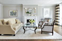 Home Decorating Style 2019 for Peaceful Living Room Decorating Ideas, you can see Peaceful Living Room Decorating Ideas and more pictures for Home Interior Designing 2019 5361 at HGTVimage. Living Room Furniture Layout, Chic Living Room, Living Room Grey, Living Room Sofa, Living Room Decor, Living Spaces, Living Rooms, Small Living, Living Walls