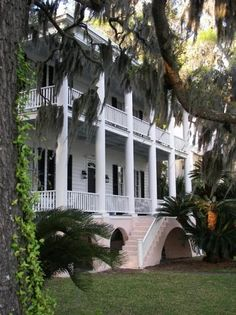Beaufort, South Carolina, love the look of this house. Classy